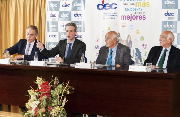 Mesa redonda de la sesión organizada en la Confederación de Empresarios de La Coruña