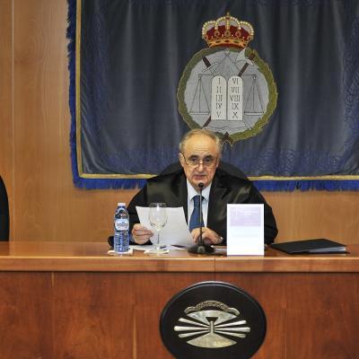 José Luis Seoane, dictando sentencia