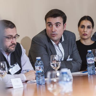 Intercambio de opiniones con los participantes en la sesión