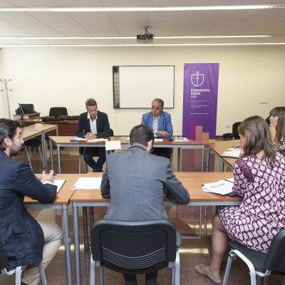 La Junta Directiva mantuvo una reunión de trabajo con la Cátedra y Fundación Inade el pasado 11 de julio, en la que estuvieron presentes sus Directores y el Presidente del Patronato de la Fundación.